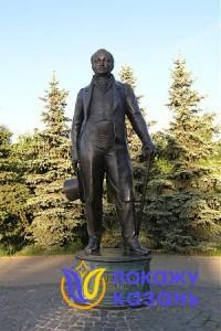 Памятник К.Фуксу. Скульпторы А.Балашов, И.Козлов, 1996г