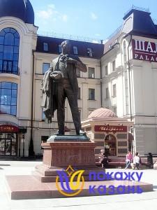 Памятник Шаляпину в Казани.