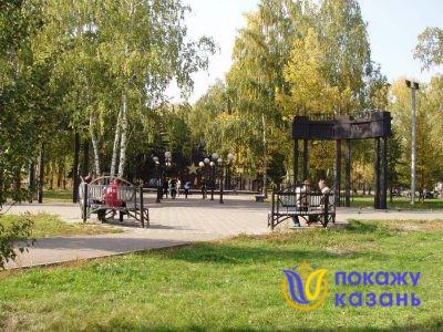 У входа в парк расположен мемориальный комплекс, посвященный Великой Отечественной войне.