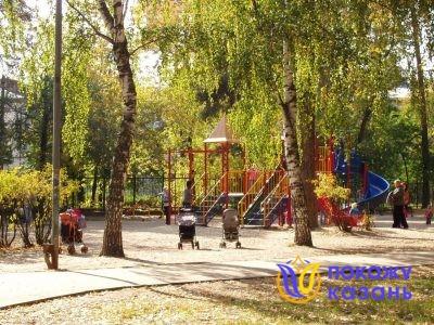 В парке Урицкого всегда много мам с детьми. Для них оборудована детская площадка.