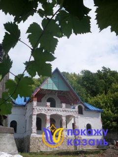 В XIX веке был построен двухэтажный дом братских келий, кухни и трапезы